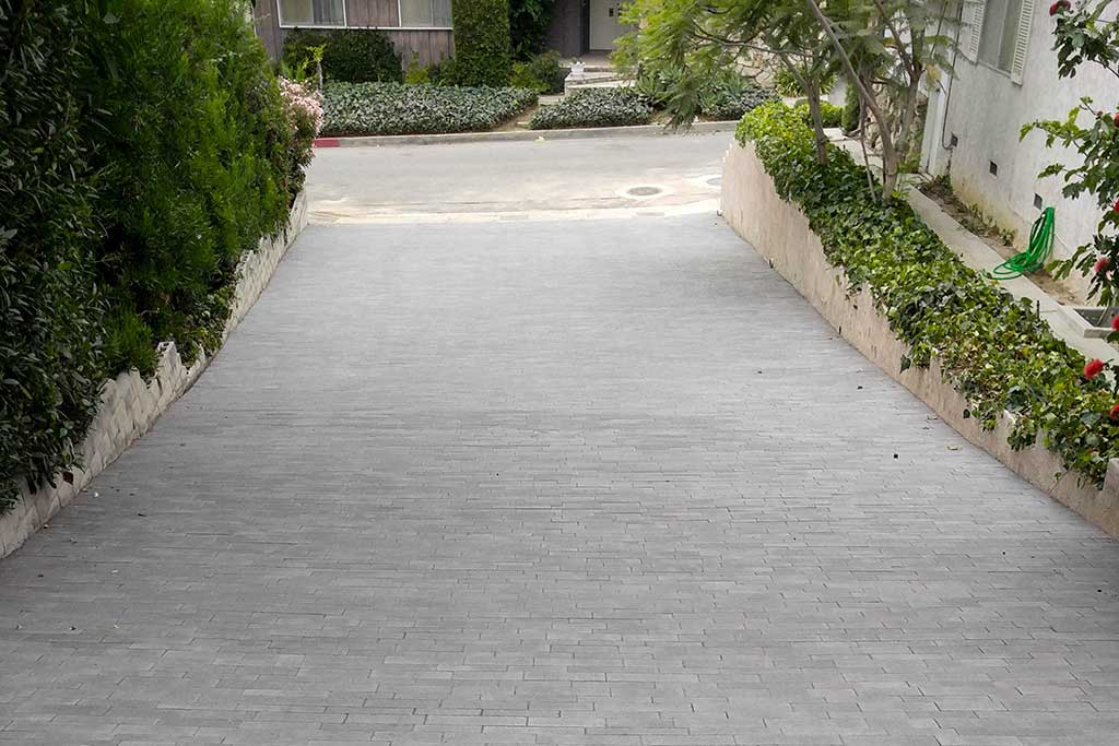 Angelus Aqualina Dark Pewter Charcoal Paver Driveway Picture 1