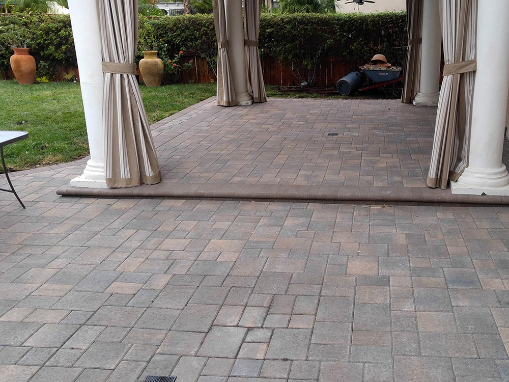 Angelus Courtyard Cream Brown Charcoal Ashlar Pavers