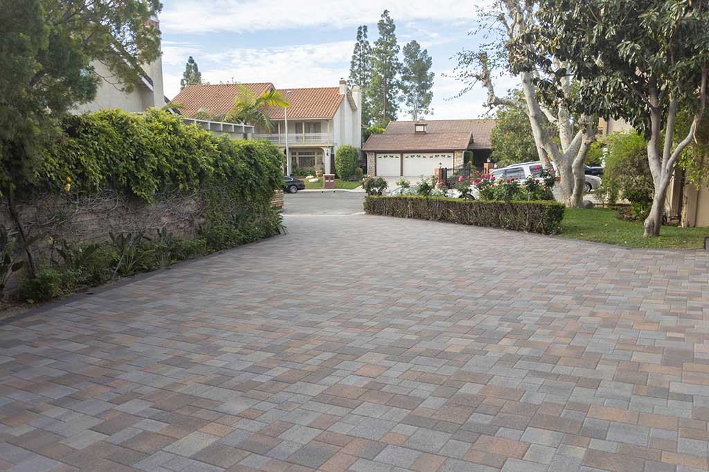 Angelus Courtyard Dark Copper Charcoal Paver Driveway Picture 1
