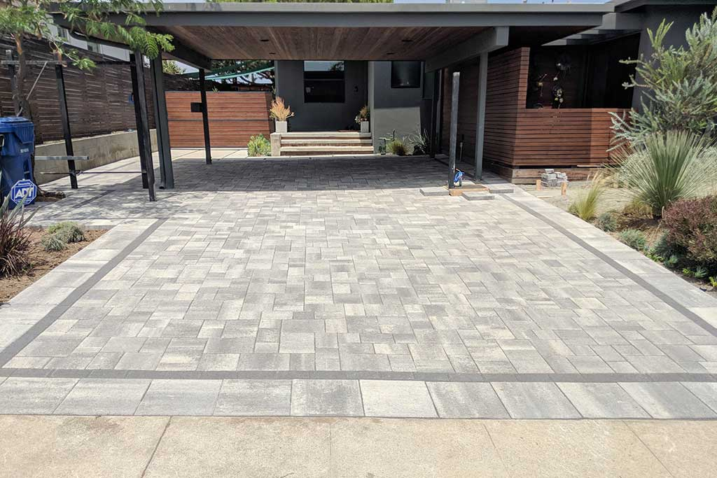 Angelus Courtyard Gray Charcoal Paver Driveway Picture 2