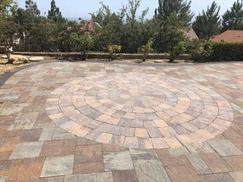 Circles: Belgard Avignon Bella with Tucson Circle Kit Patio