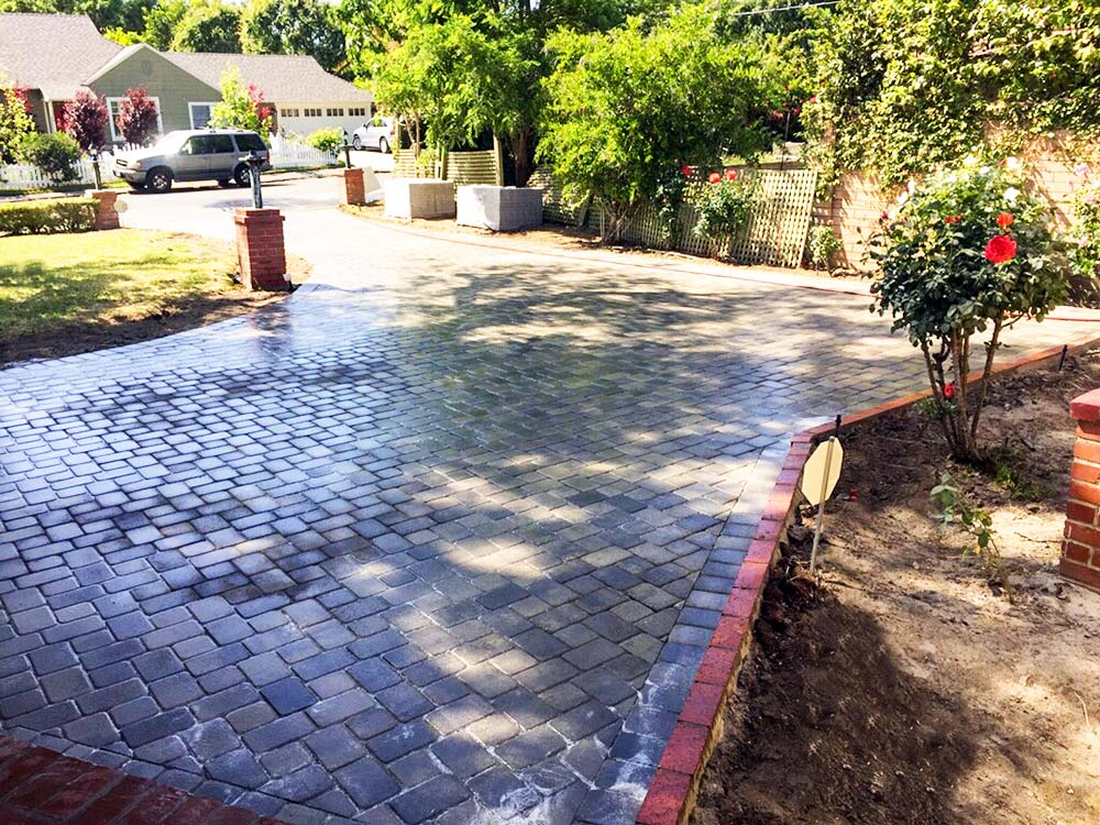 Angelus Antique Cobble Gray Charcoal Driveway